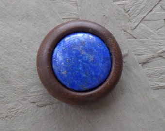Beautiful wooden magnetic brooch in walnut with lapis lazuli