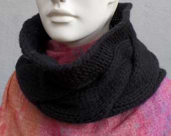 Scarf collar, wool, braid pattern