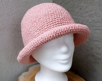 Very nice crocheted summer hat made of cotton/linen