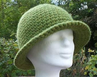 Elegant and warm hat in alpaca/merino wool, crocheted, light green, green
