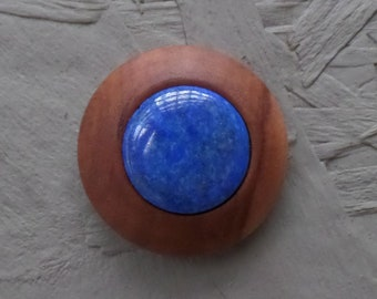 Very noble magnetic brooch made of wood with lapis Lazuli
