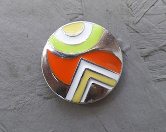 Magnetic brooch emalled
