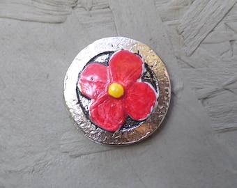 Magnetic brooch flower red