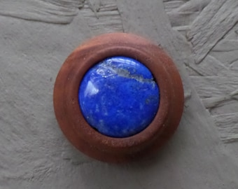 Very noble magnetic wood brooch with Lapis Lazuli