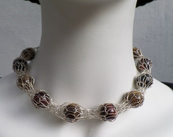 Very decorative chain in silver wire (925) with tiger eye