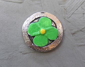 Magnetic brooch flower green