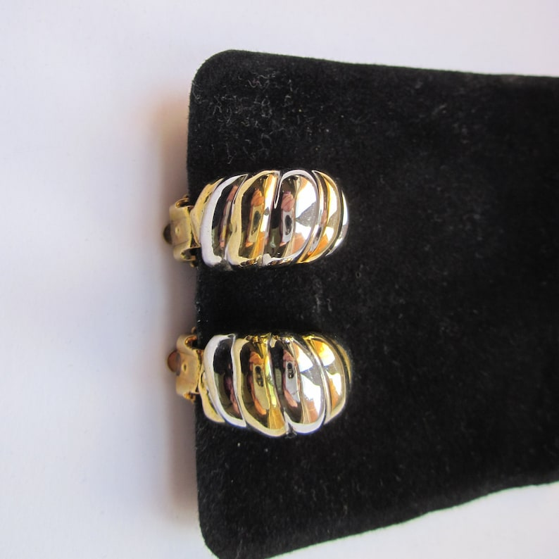 80s Vintage Clip-On Earrings alternates Gold and Silver Tone Half Hoops 2.5 cm long.