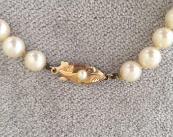 Beautiful vintage single strand Cultured Pearl Necklace with 14ct Gold and Pearl clasp