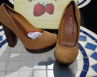 0a266f3d95 Strawberry Woodstock tan heels size 4,5,6,7
