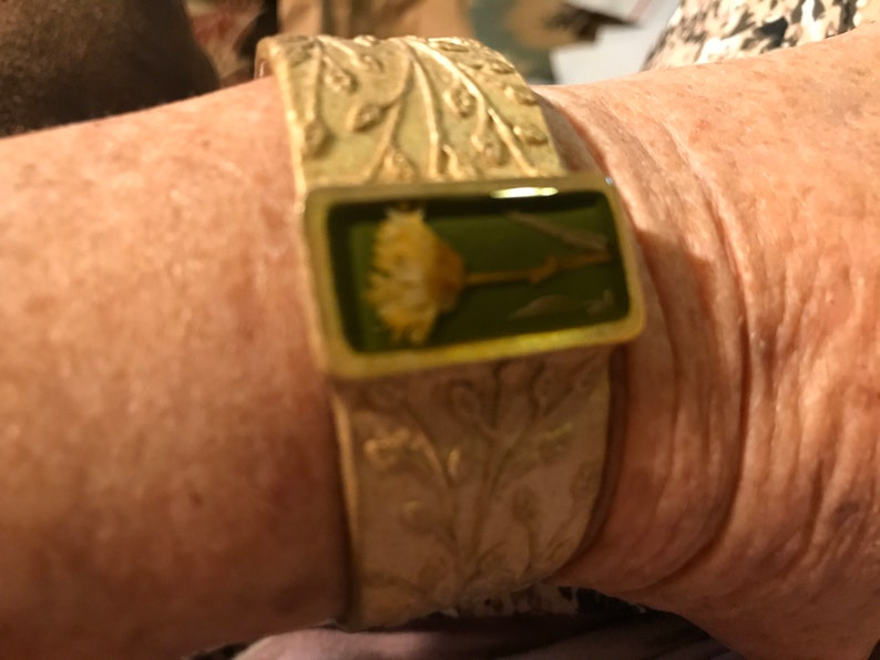 Beautiful unique bracelet,reduced from 46.99 to 23.50 condition,never worn measures 6.25\u201d