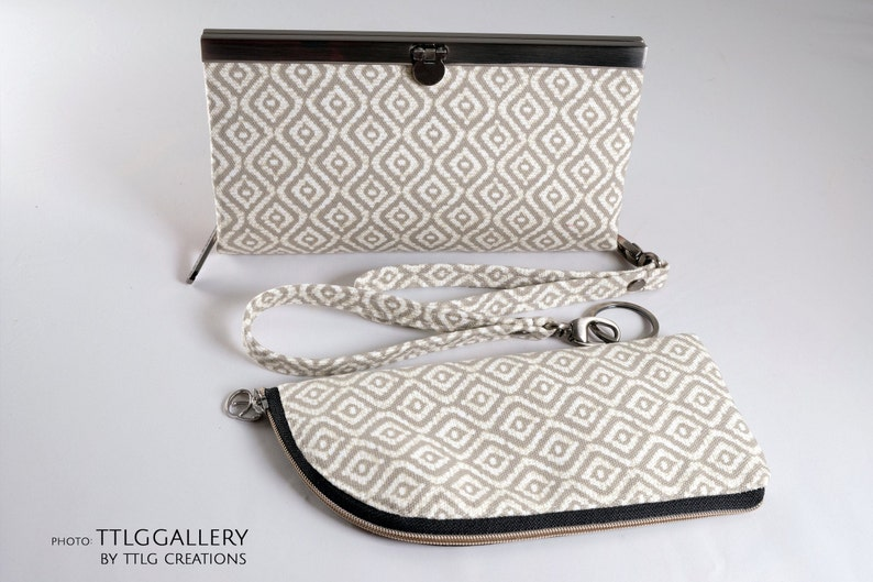 Diva Clutch : Classy Neutral Taupe w/ Coordinating Eyeglass image 0