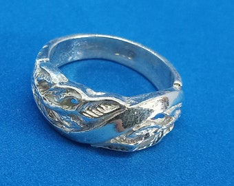 Floral Band in Sterling Silver (Size 6 1/4)