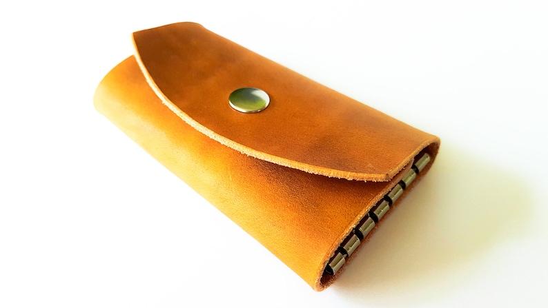 Personalized Leather Key Case Handcrafed Leather Key Case Small Key Case Leather Key Holder for 6 keys Convenient Leather Key Case