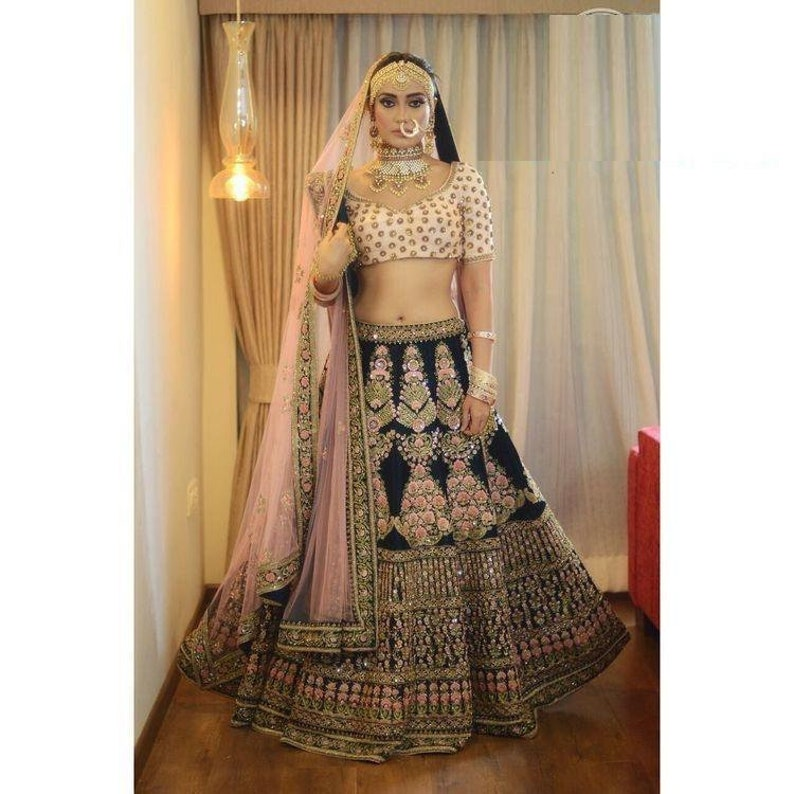 Modern /& Beauty Women/'s Partywear Dresses Embroidered Velvet Lehenga Choli Heavy Embroidery Work For India wedding wear dress