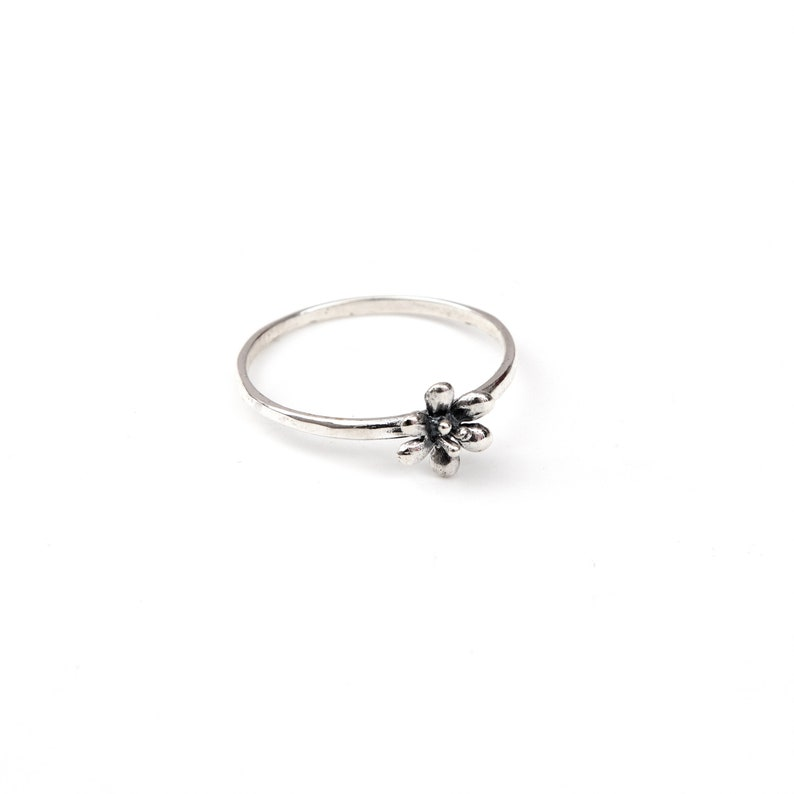 1.5mm wide band ring set with flower feature setting 925 silver