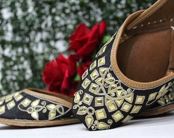c62ba2727 Traditional Flip-Flops Handmade Mojari Leather Indian Women Shoes Jutti