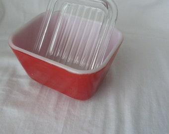 Vintage Pyrex 501 Fridgie, Pyrex 501 Small Covered Refrigerator Dish, Red Pyrex 501