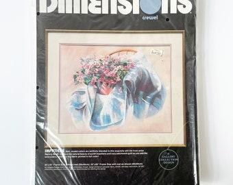 New Dimensions Crewel Embroidery Kit, Impatiens #1313 Nancy Noel, Vintage embroidery kit, Craft Kit, Persian Wool Yarn, Printed Fabric,