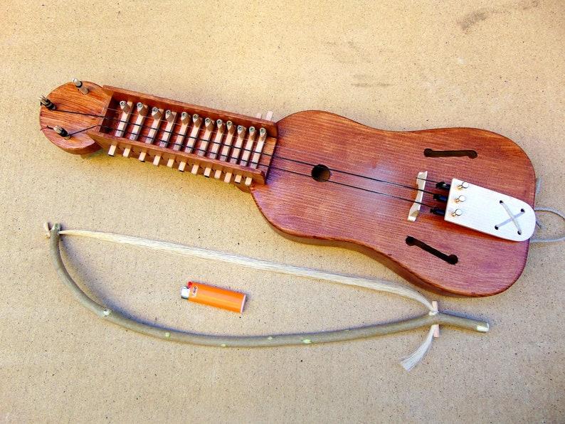 Kleine Schlüsselfiedel / Small Keyed Fiddle image 0