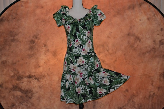 Vintage Hilo Hattie Hawaiian Ruffle Maxi Dress  Medium M  Large L  Hawaii Tropical Floral Boho Hippie Sundress Green