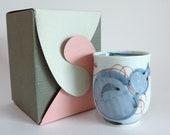 Yunomi tea cup Japanese Arita Imari Hand painted porcelain tea cup, Calabash Sake Bottle Hyotan pattern,Signed, Boxed ,S3923