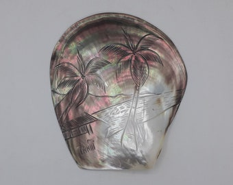 Ancient Polynesian mother-of-pearl, carved decoration of palm trees in a Tahitian landscape, cabinet of curiosity, decoration, empty-pockets, Vintage