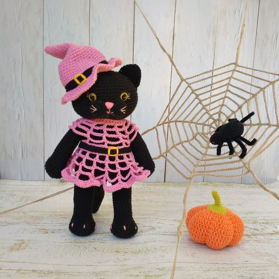 Amigurumi Halloween pattern for the Ghost, pumpkin cats and bats | 570x570