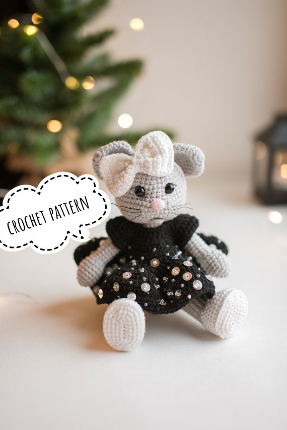 Heart & Sew: Ballerina Mouse - Free Crochet / Amigurumi Pattern | 855x570