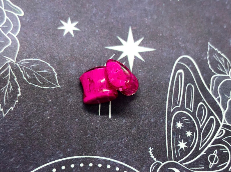 Hot Pink 2g Teardrop Plugs