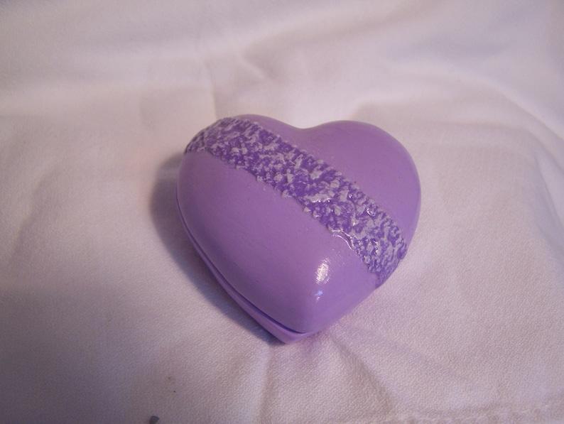 Sm ceramic purple Heart Trinket Box w Lavender drybrush on lace1 12 x 2 34 x 2 12
