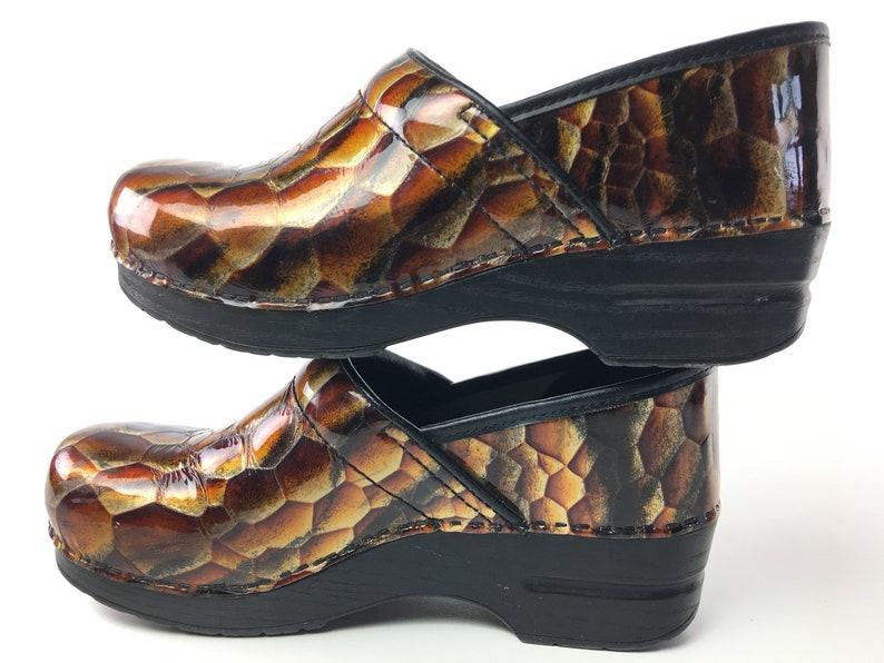 b4543c5dc71a1 9.5 - 10 DANSKO Clogs size 40 Leather Brown Orange Yellow Mosaic Pattern  Closed Heel Mules Sandals Woman Vintage Shoes