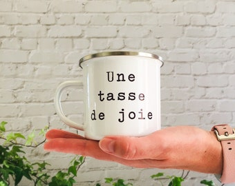 Une tasse de joie Printed Enamel Mug Candle - Crackling Wood Wick - Container Candle - Camping Mug