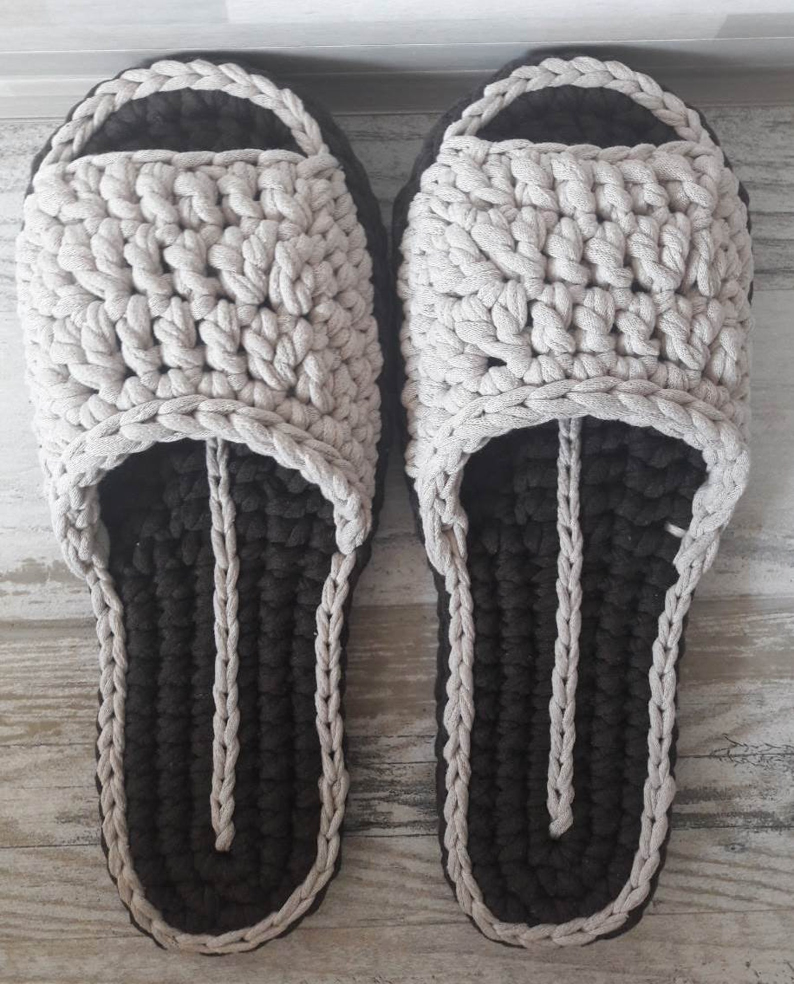 super cotton slippers,furry gray / black,fur pom-poms,knitted,barefoot sandals,non-slip house shoes,ballet flats,gift wrap,mothe
