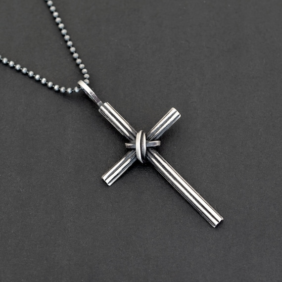 925 Sterling Silver Plated Gothic Crucifix Pendant Necklace Free Gift Bag.