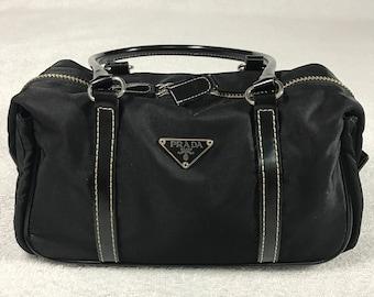 b67ce3ec85153e Prada Tessuto nero in nylon in pelle trim veloce mini borsone borsa doppia  maniglia pulsante fibbia sia ottone laterale