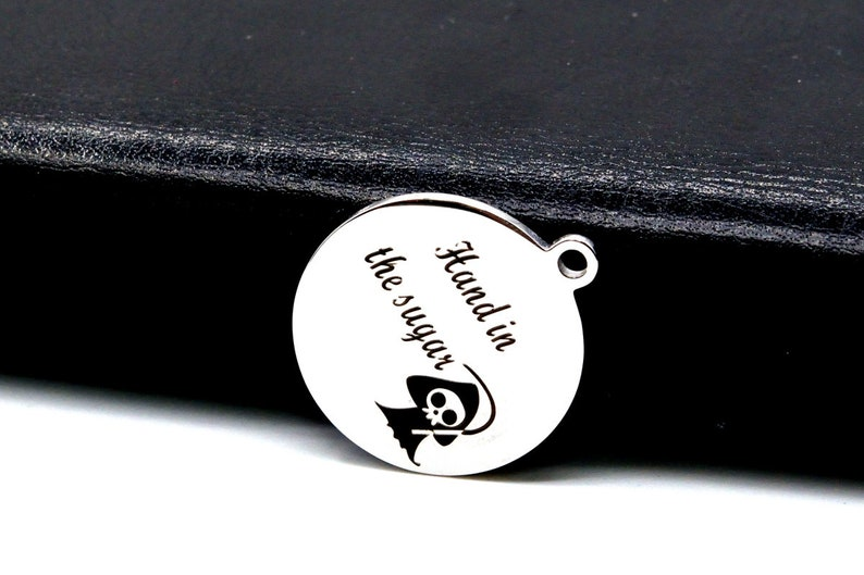 1 pcs Stainless Steel Hand In The Sugar Coin Charm 40588-2148