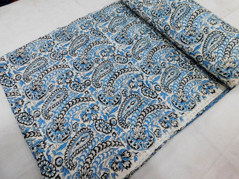 Queen Size Hand Block Printed Kantha Quilt Reversible Sari Throw Kantha Blanket Bed Spread Bedding Sheet Ethnic Home Decor Bed Cover