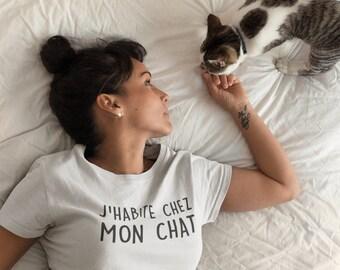 J'habite chez mon chat  - T-Shirt à col rond - manches courtes