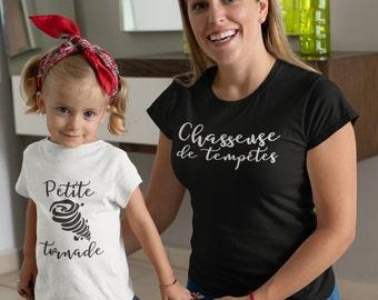 Chasseuse de tempêtes - Petite Tornade - Duo mère/fille ou mère/fils  - T-Shirt à col rond - manches courtes - T-Shirt unisex pour enfants