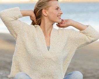 5e28f6daab86 Knitted sweater with V-neck and three-quarter sleeves in DROPS Alpaca bouclé.  Sizes  S – L.