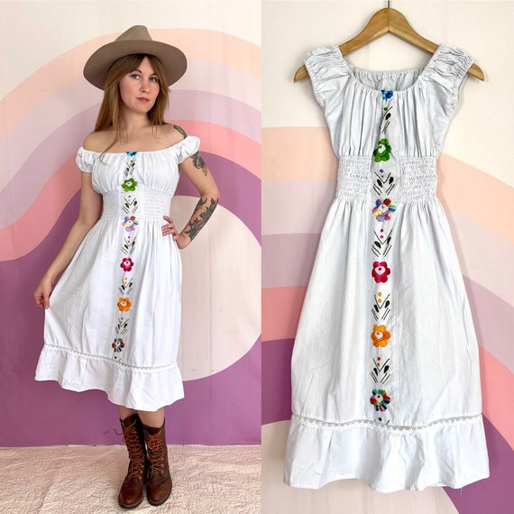 1970s 1980s Smocked White Linen Embroidered Mexica
