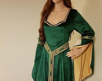 687ddcaf137e3 Medieval dress with sweetheart neckline and girdle belt celtic wedding dress