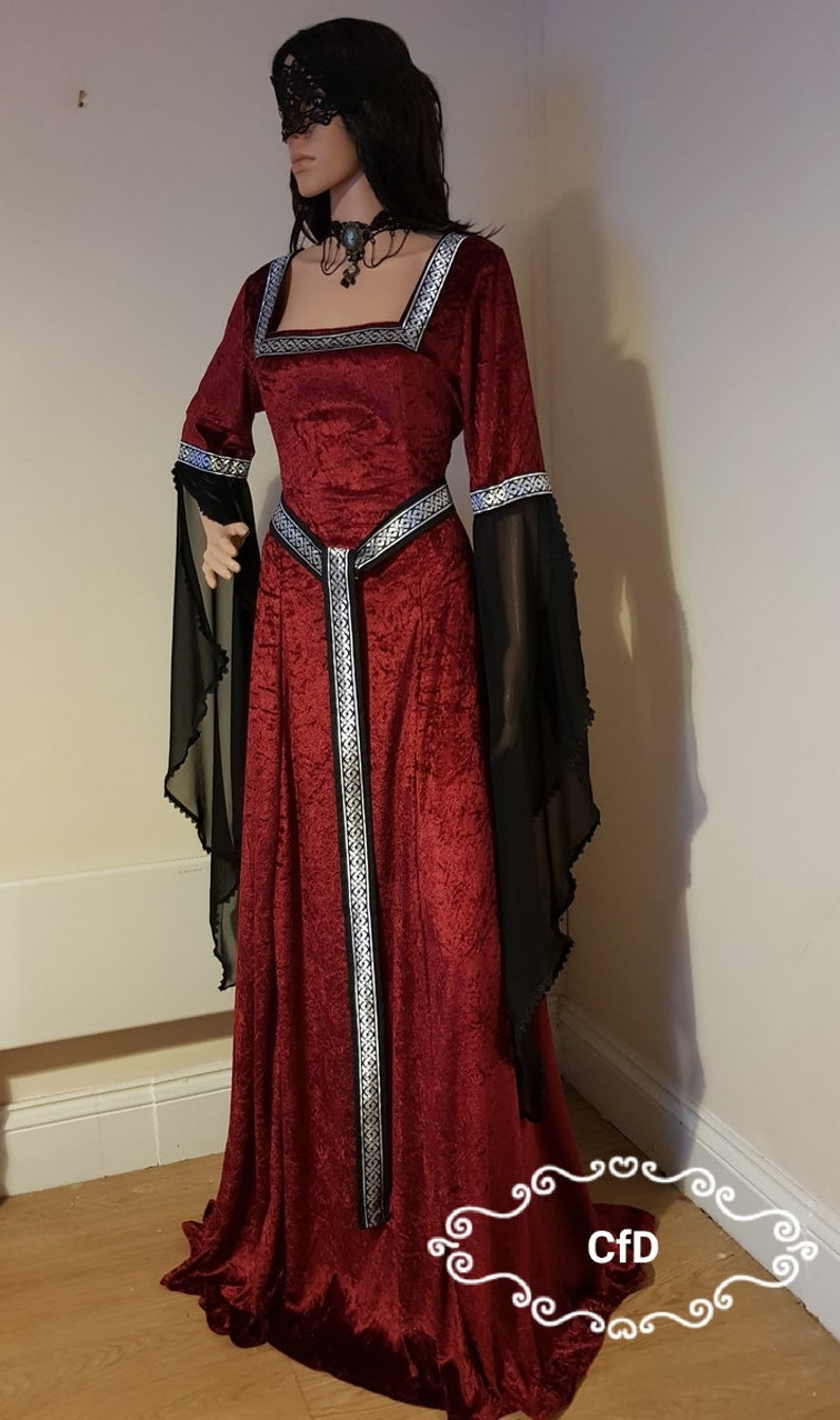 Medieval dress in burgundy red with square neckline and girdle belt with celtic knot design