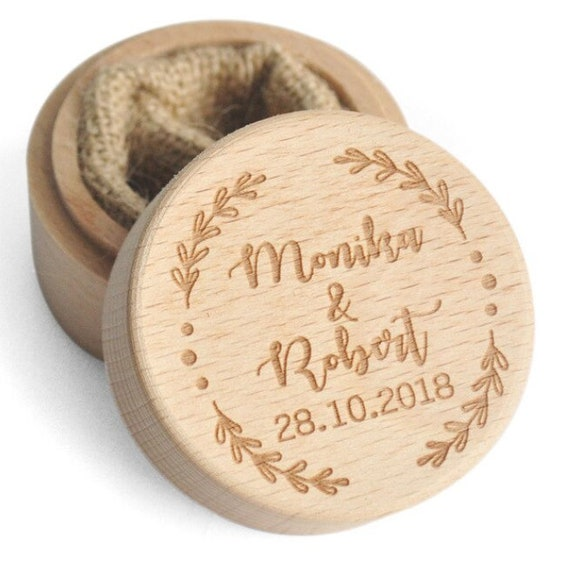 kleine personalisierte Ringbox aus Holz