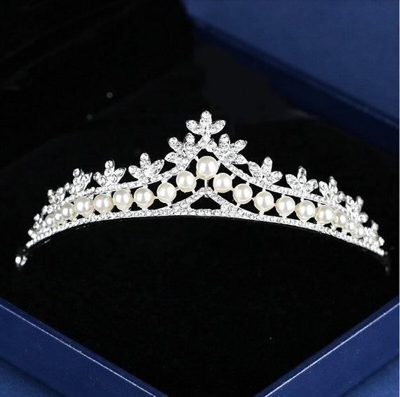 silbernes Diadem mit Perlen