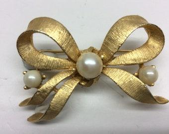 Vintage Designer Lisner Fancy Swirl Bow Brooch