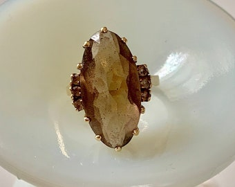 10 kt gold pale smokey quartz ring