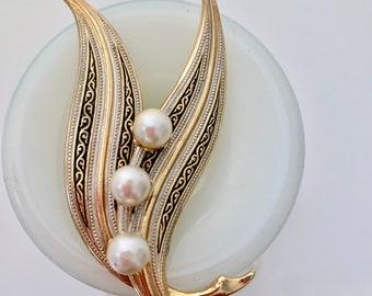 vintage leaf and faux pearl brooch