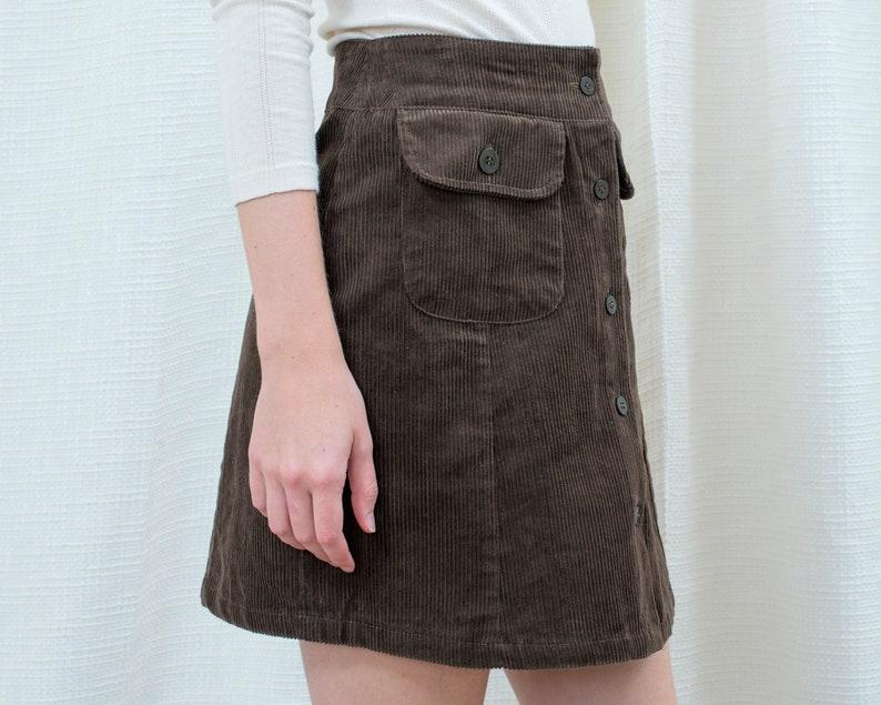 small cotton cord a line mod button down skirt 80s brown corduroy mini skirt 26 waist dark brown preppy flap pocket scooter skirt