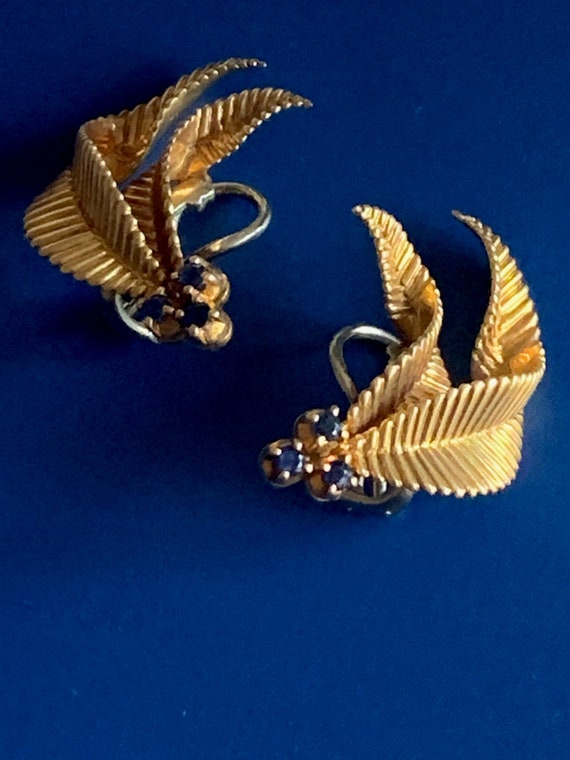 Yellow Gold Ear Clips Sapphires 40s